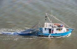 Primer de la opinión del pájaro del pequeño barco de pesca, Brisbane Australia Imágenes de archivo libres de regalías