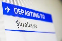 Primer de la pantalla de ordenador del vuelo a Surabaya Fotos de archivo libres de regalías