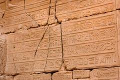 Primer de la pared en el templo de Karnak, Luxor, Egipto Fotos de archivo