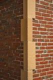 Primer de la pared de ladrillo y de la piedra que forman la esquina de un edificio en Bruselas Fotografía de archivo libre de regalías