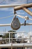 Primer de la polea del barco Imagenes de archivo