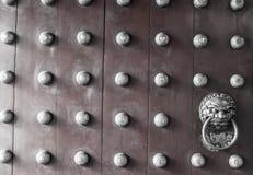 Primer de la puerta roja del templo en Chinatown Imagenes de archivo