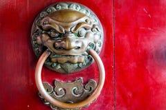 Primer de la puerta roja del templo en Chinatown Imagen de archivo