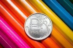 Primer de la rublo de la moneda en los lápices Fotos de archivo