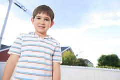 Primer de la sonrisa adolescente joven linda del muchacho Fotografía de archivo libre de regalías