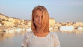 Primer de la sonrisa femenina rubia almacen de video