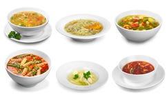 Primer de la sopa fresca en los cuencos aislados en blanco imagen de archivo libre de regalías