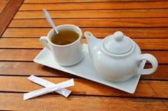 Primer de la taza de té y de la tetera Imágenes de archivo libres de regalías