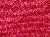 Primer de la tela texturizada, materia textil acogedora de la toalla en rosa brillante fotografía de archivo