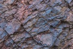 Primer de la textura del mineral de hierro - minerales naturales en la mina Textura de piedra del cielo abierto Extracción de los Foto de archivo