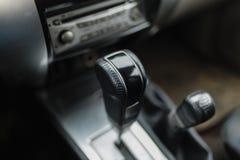 Primer de la transmisión automática de SUV Fotografía de archivo libre de regalías
