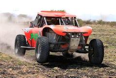 Primer de la vista delantera de competir con el coche de la reunión del palo anaranjado Imagen de archivo