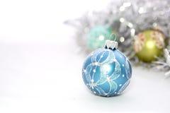 Primer de las bolas azules de la Navidad Fotos de archivo