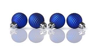 Primer de las bolas azules hermosas de la Navidad Imágenes de archivo libres de regalías
