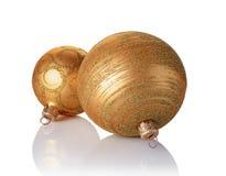Primer de las bolas hermosas de la Navidad del oro con el modelo que brilla de oro Imagen de archivo