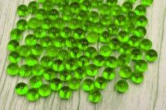 Primer de las bolas de mármol de cristal fotos de archivo
