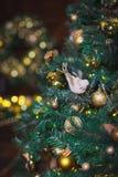Primer de las decoraciones del Navidad-árbol Fotografía de archivo