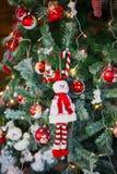 Primer de las decoraciones del Navidad-árbol Fotos de archivo
