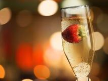 Primer de las flautas de champán elegantes llenadas de Imagen de archivo