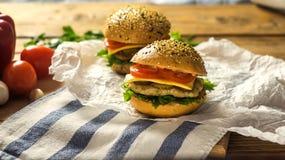 Primer de las hamburguesas hechas caseras Imagen de archivo libre de regalías