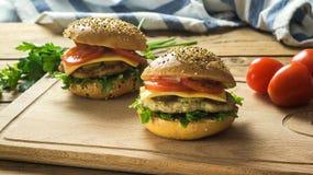 Primer de las hamburguesas hechas caseras Fotografía de archivo