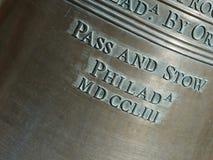 Primer de las letras en Liberty Bell-Horizontal Foto de archivo libre de regalías