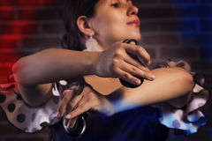 Primer de las manos del español de un jugador de las castañuelas Foto de archivo