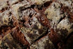 Primer de las marcas cruzadas de la portilla en el pan del pan artesanal Fotografía de archivo libre de regalías
