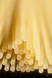 Primer de las pastas crudas de los espaguetis Fotos de archivo