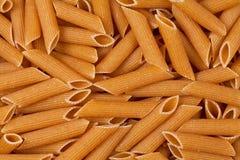 Primer de las pastas crudas del trigo integral Fotografía de archivo