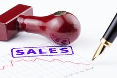 Primer de las ventas selladas en un gráfico Foto de archivo libre de regalías