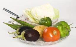 Primer de las verduras frescas, Brinjals con la col Imagen de archivo libre de regalías