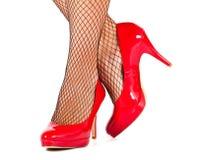 Primer de los altos zapatos rojos de la colina Imagenes de archivo
