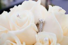 Primer de los anillos de bodas Imagen de archivo libre de regalías