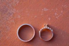 Primer de los anillos de bodas Fotografía de archivo libre de regalías
