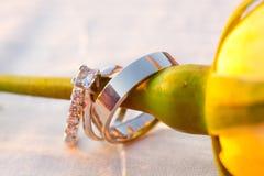Primer de los anillos de bodas Imágenes de archivo libres de regalías