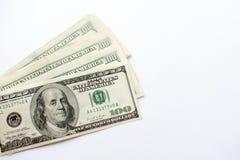 Primer de los billetes de banco del dólar americano de la moneda en el fondo blanco foto de archivo