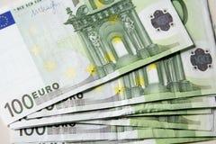 Primer de los 100 billetes de banco euro Foto de archivo libre de regalías
