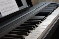 Primer de los claves del piano fotos de archivo