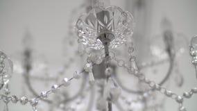 Primer de los cristales Fondo moderno cristalino del detalle de la lámpara Diamantes de la ejecución con la reflexión brillante d almacen de metraje de vídeo