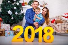 Primer de los cuadros 2018 de la familia y del oro Concepto del Año Nuevo, la Navidad Fotografía de archivo