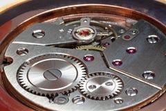Primer de los engranajes del reloj imágenes de archivo libres de regalías
