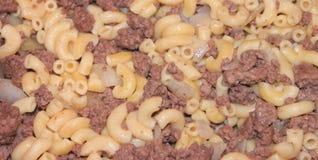 Primer de los macarrones y de la hamburguesa Imagen de archivo