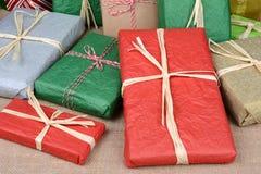 Primer de los regalos de Navidad Imagen de archivo libre de regalías