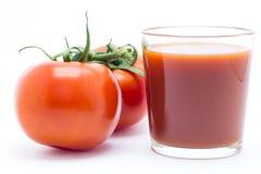 Primer de los tomates en un fondo blanco Imagen de archivo