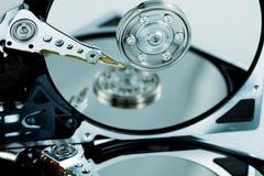 Primer de mecanismos impulsores duros con la reflexión Fotos de archivo libres de regalías