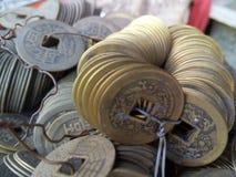 Primer de monedas chinas antiguas fotografía de archivo libre de regalías
