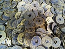 Primer de monedas chinas antiguas foto de archivo libre de regalías