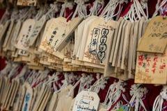 Primer de muchas tarjetas que desean de madera Fotografía de archivo libre de regalías