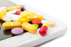 Primer de píldoras en una tableta Foto de archivo